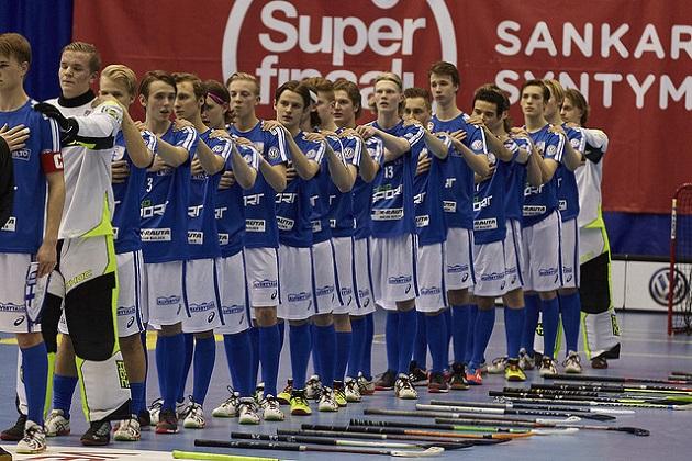 Suomen U19-maajoukkue pelaa Latviaa vastaan Suomi-Ruotsi -maaottelujen yhteydessä. Kuva: Salibandyliiga.