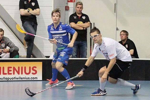 Henri Johansson oli KrP:n tehopelaaja, kun joukkue kaatoi SPV:n maalein 10-5. Kuva: Anne Pohjonen