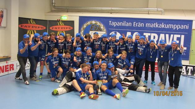 Nyt EräViikingit Blue -nimellä pelaava joukkue juhli keväällä C2-poikien Suomen mestaruutta. Kuva: Marika Kuivamäki