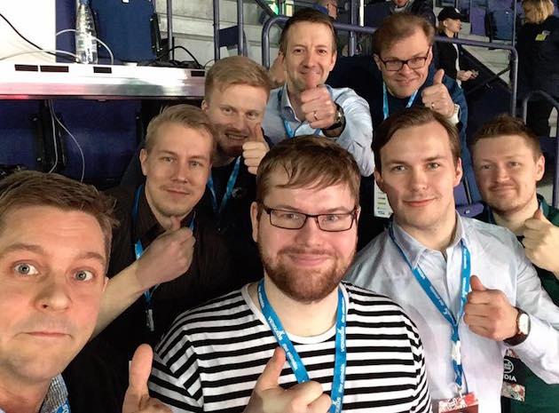 Pääkallo-miehitys kevään historiallisessa Superfinaalissa. Keväällä 2015 Pääkallo.fi puolestaan pokkasi Salibandyliiton Vuoden Salibandyteko -palkinnon.