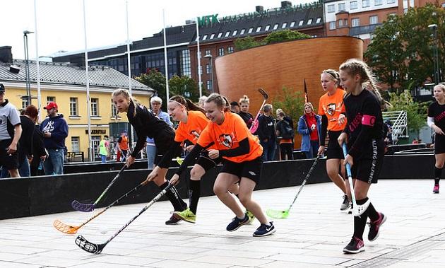 Nibacos pyrkii saamaan kesäiseen katusählyturnaukseensa kaikkiaan 100 joukkuetta. Kuva: Juhani Järvenpää