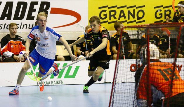 Markus Markkola (vas.) onnistui Oilersilta maalinteossa kahdesti. Kuva: Juhani Järvenpää
