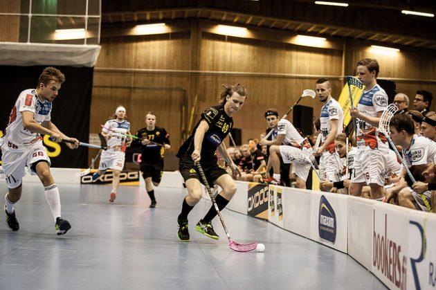 Valkopaitainen Jyväskylän Happee aiheutti Indiansille kauden ensimmäisen kotitappion. Kuva: Joni Winstén