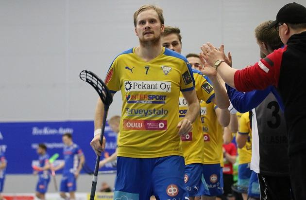 Antti Nieminen laukoi OLS:n 5-3-maalin ylivoimalla. Kuva: Esa Takalo