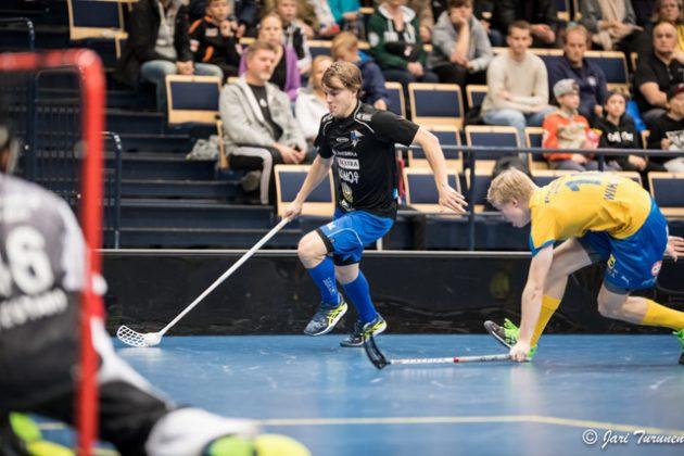 Miko Kailiala laukoi EräViikinkien voittomaalin sunnuntain jännitysnäytelmässä. Kuva: Jari Turunen