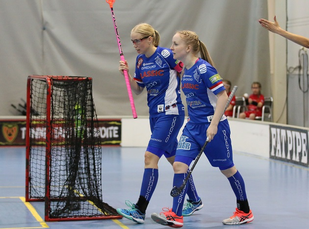 Nina Rantala ja Eliisa Alanko olivat tehokkaalla pelipäällä Happeeta vastaan. Kuva: Esa Takalo