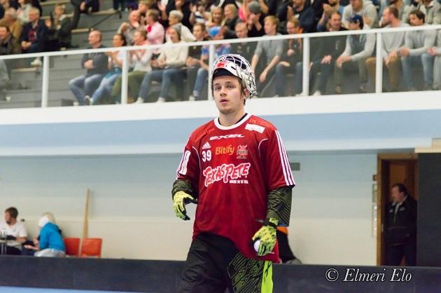 Kristian Krogius torjui viime kaudella palloja Salibandyliigan Viikingeissä. Arkistokuva: Elmeri Elo