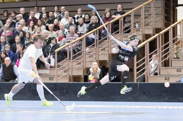 Eemil Ukkosen (oik.) tykki puhui Oilersia vastaan. Arkistokuva: Esa Jokinen