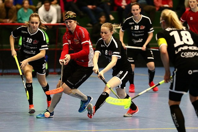 Daniela Markelin (uloin vas.) oli vahvassa iskussa Sveitsiä vastaan. Kuva: Juhani Järvenpää