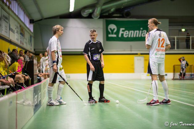 Valtteri Nurmi (vas.) on yksi kaikkien aikojen Divari-pelaajista. Kuva: Jari Turunen.