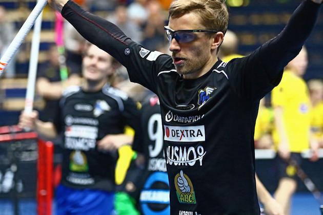 Tuulettaako tämä tuore MM-kultamitalisti viikonloppuna miesten Salibandyliigassa? Kuva: Juhani Järvenpää.