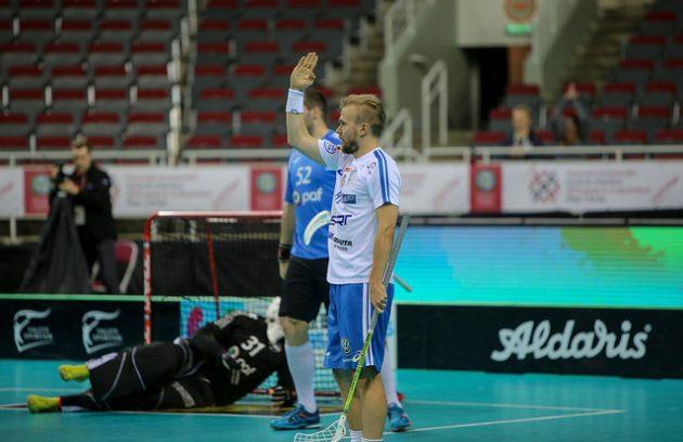 Suomalaishyökkääjä Jami Manninen osui alkulohkon päätösottelussa Viroa vastaan. Kuva: IFF