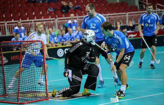 Rando Kramm (sininen #52) on pelannut Suomessa jo pitkään Divaria. Kuva: IFF.