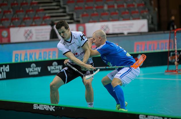 Kun Suomi pelaa jalkapalloa, Lauri Stenfors (oik.) on todennäköisesti pohjoiskaarteessa kannustamassa. Kuva: IFF