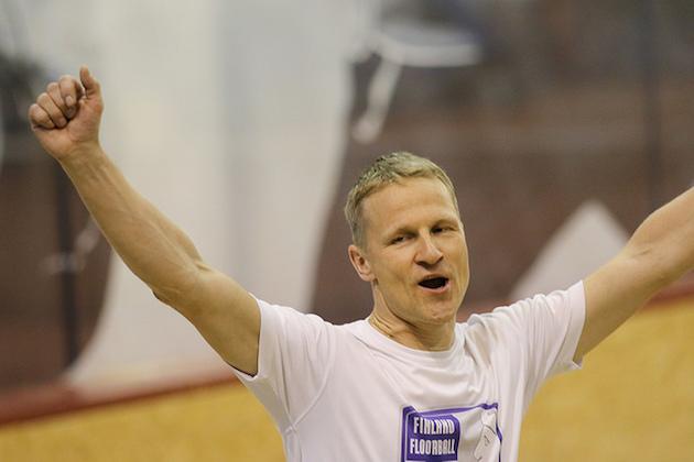 Petri Kettunen tuuletteli tänään beach volley -taidoillaan. Kuva: Mika Hilska.