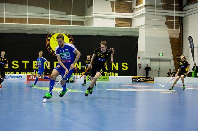 Sinipaitainen OLS katkaisi voitottomien otteluiden putkensa Espoossa. Kuva: Joni Winstén
