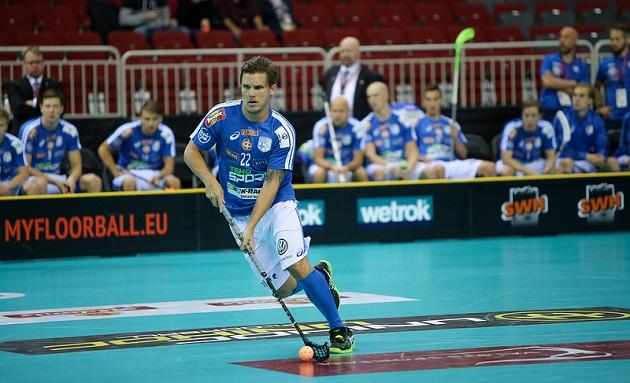 Ykkössentteri Jani Kukkolan pelihuumori oli kohdallaan heti avausottelussa. Kuva: IFF