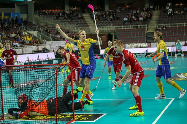 Kim Nilsson (kesk.) oli vireessä Sveitsiä vastaan. Kuva: IFF