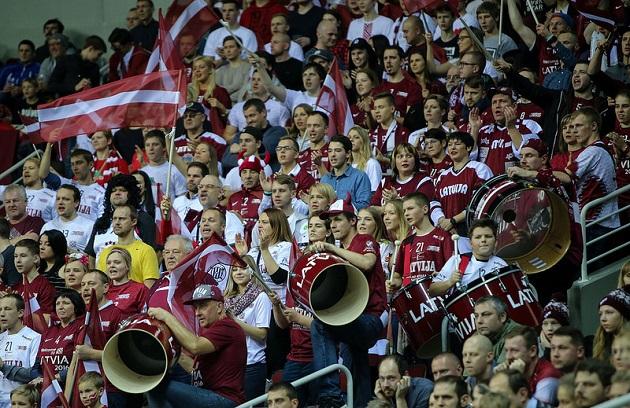 Latvian avausottelu Ruotsia vastaan houkutteli paikalle yli 8000 katsojaa. Kuva: IFF