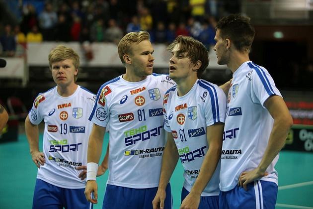 Peter Kotilainen (toinen oik.) oli Suomen ykköspelaaja MM-finaalissa. Kuva: IFF