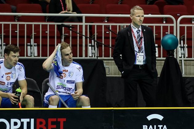 Petri Kettunen sai komean kunnianosoituksen Suomen Valmentajilta. Kuva: Salibandyliiga
