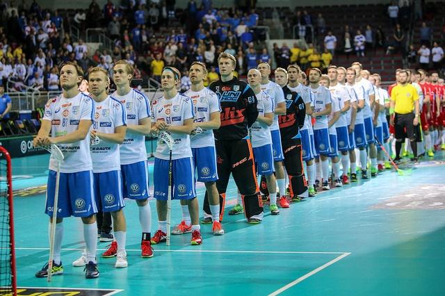 Suomi ja Ruotsi vääntävät tänään salibandyn MM-finaalissa. Kuva: IFF