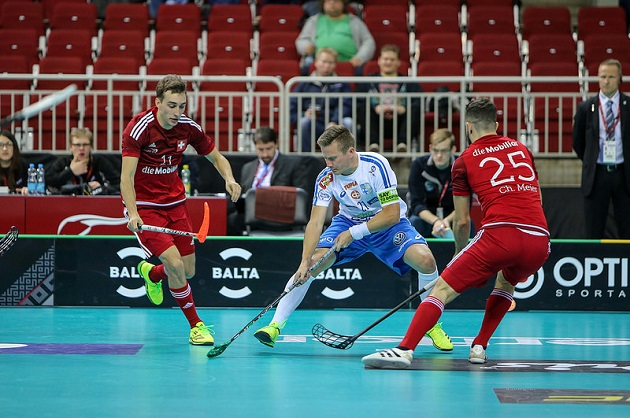 Tatu Väänänen väänsi uransa 27. MM-ottelun Suomen takalinjoilla totutun varmaotteisesti. Kuva: IFF