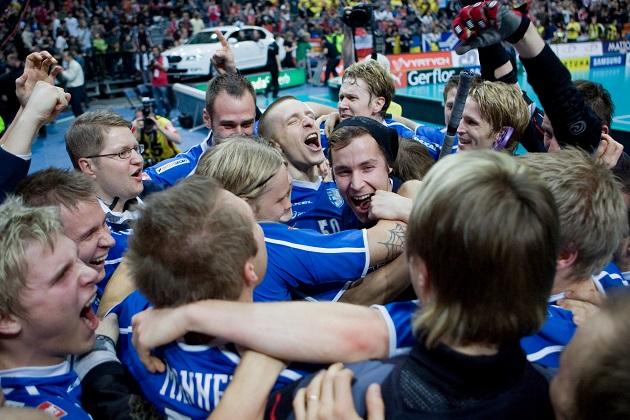 Tältä se näytti, kun Suomi pääsi juhlimaan MM-kultaa vuonna 2008. Takana oli tuossa vaiheessa jo neljä finaalipettymystä. Kuva: Mika Hilska