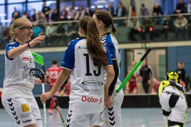 Tässä juhlivan Zug Unitedin valmentaja vaihtuu ensi sesongiksi. Kuva: Cedric De Silvestro / Unihockey.ch.