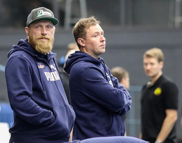 Oilers-käskijä Petri Huttunen (vas.) on ollut tyytyväinen Piipariseen viime viikkojen treeneissä. Kuva: Mika Hilska.
