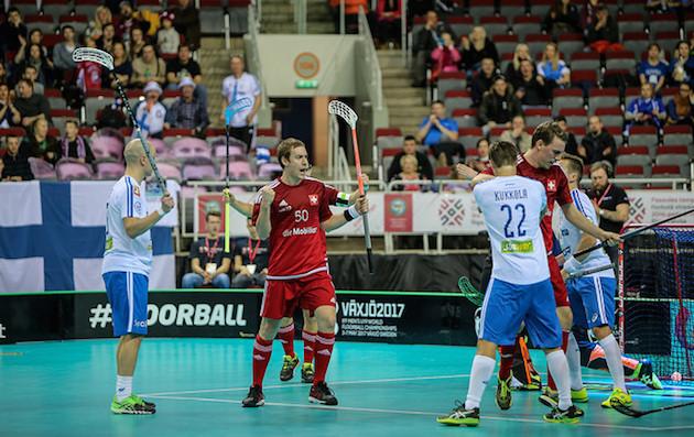 Sveitsi-voiton eteen Suomi sai tehdä jo alkusarjassa täyden päivätyön. Kuva: IFF.