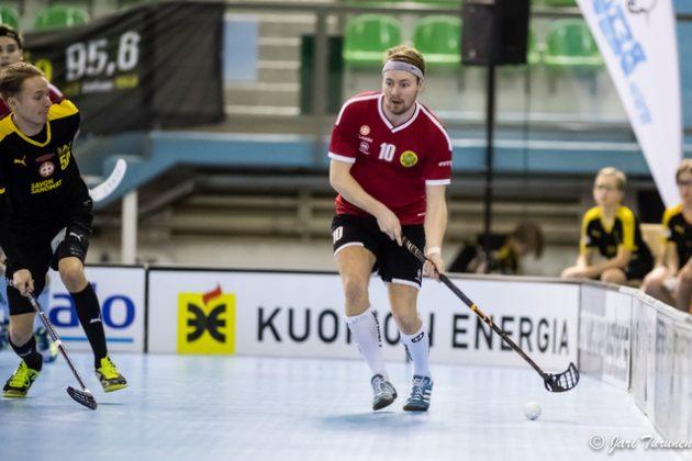 Perjantaina pallo viuhui kolmesti Otso Tornbergin lavasta Welhojen maaliin. Kuva: Jari Turunen